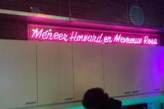 Neon Meneer Howard
